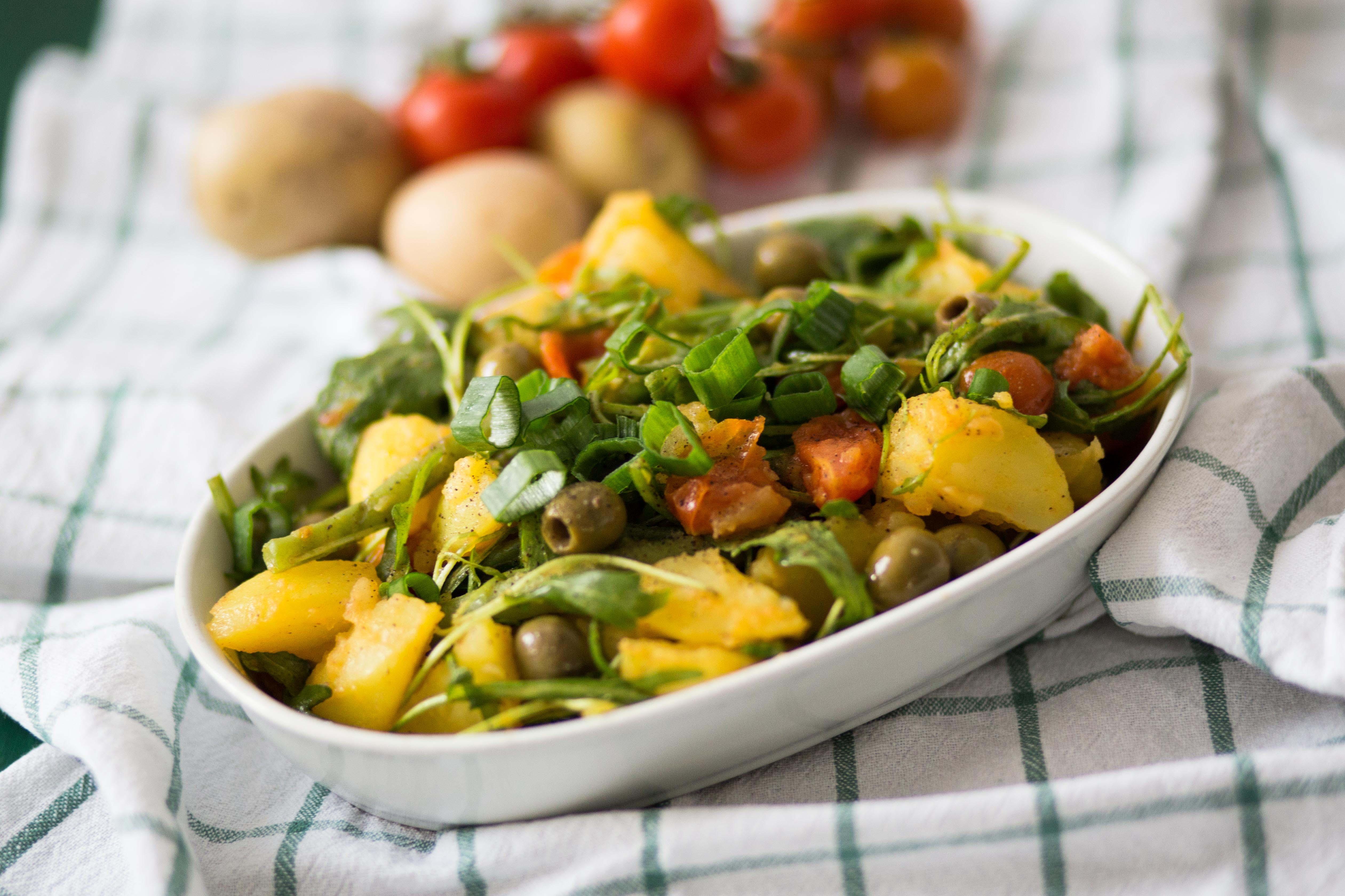 Veganes Essen: Kartoffelsalat mit Rucola