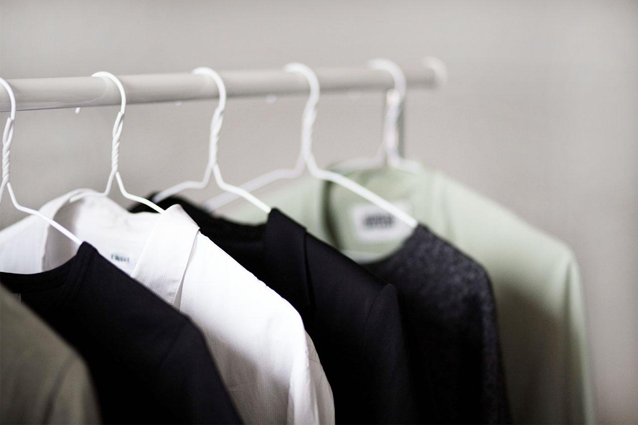 Kleiderstange-Minimalismus-10Teile-10Tage