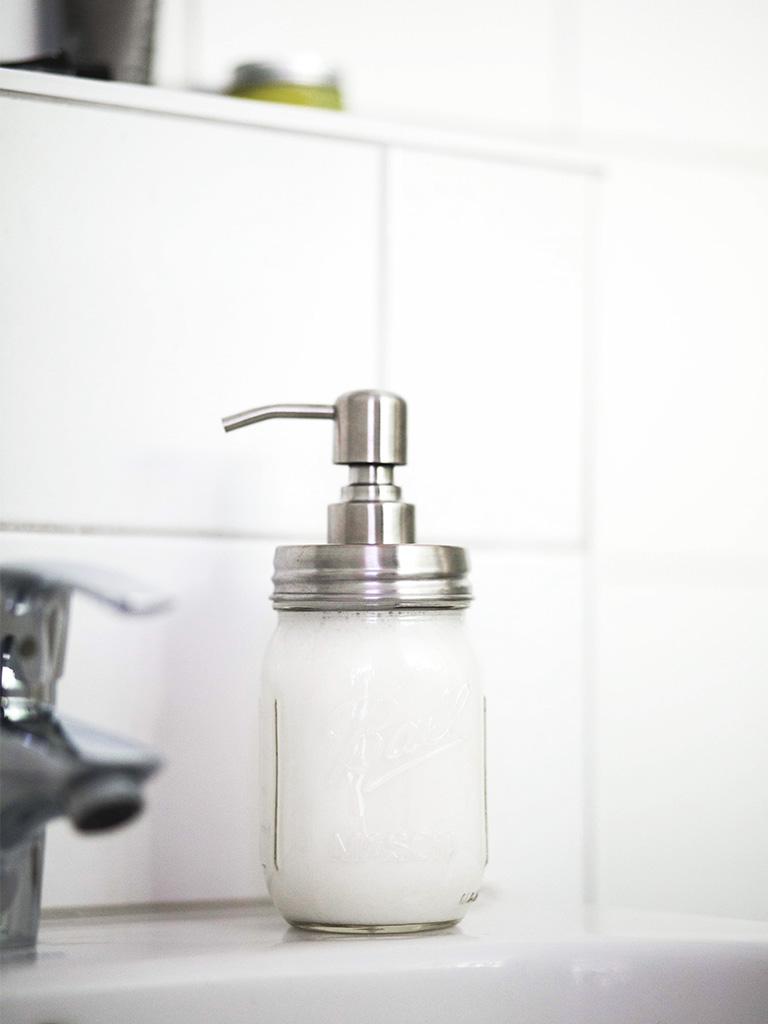 nachhaltigkeit im badezimmer fl ssigseife selber machen the ognc. Black Bedroom Furniture Sets. Home Design Ideas