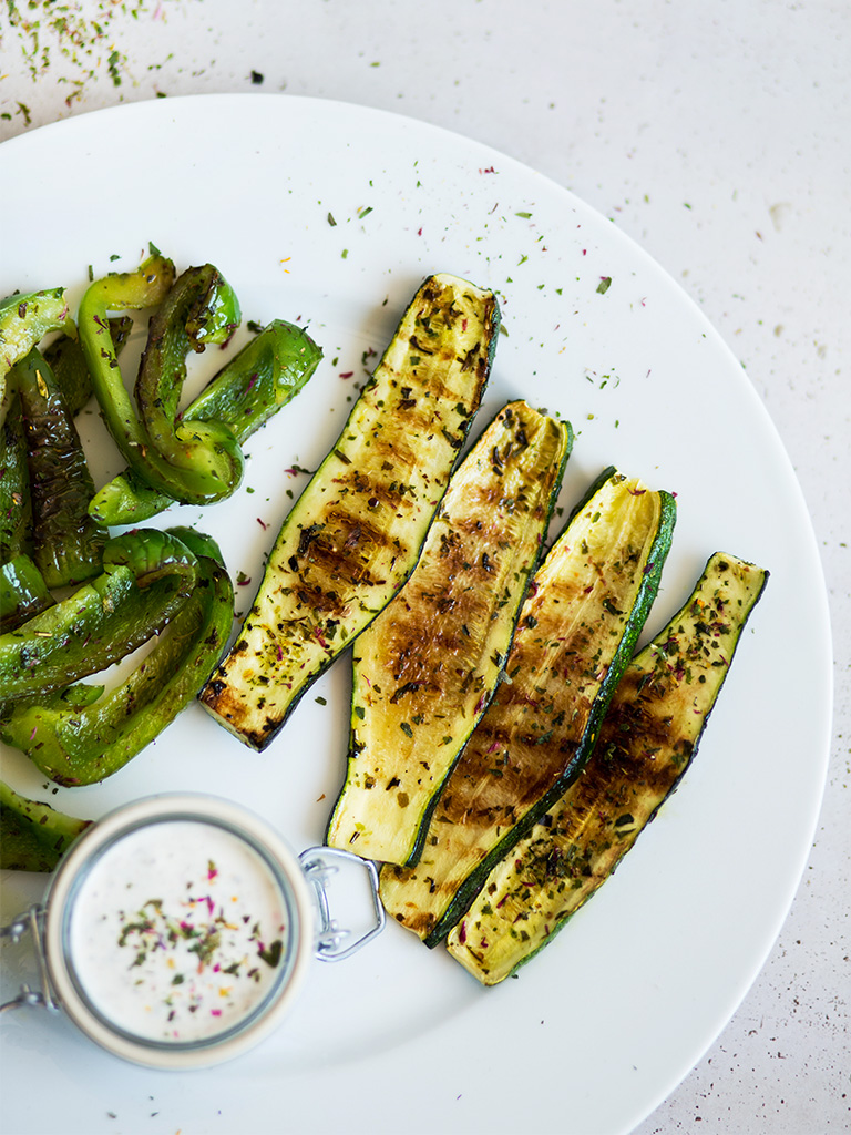 Zucchini-grillen-vegan-grillparty-SONNENTOR-Rezept