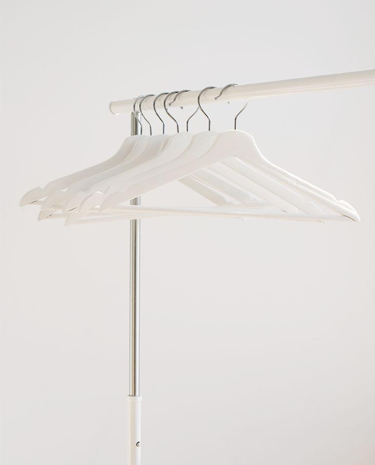 Minimalismus-Kleiderschrank