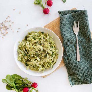 Regional und saisonal kochen: Veganes Pesto aus Radieschen